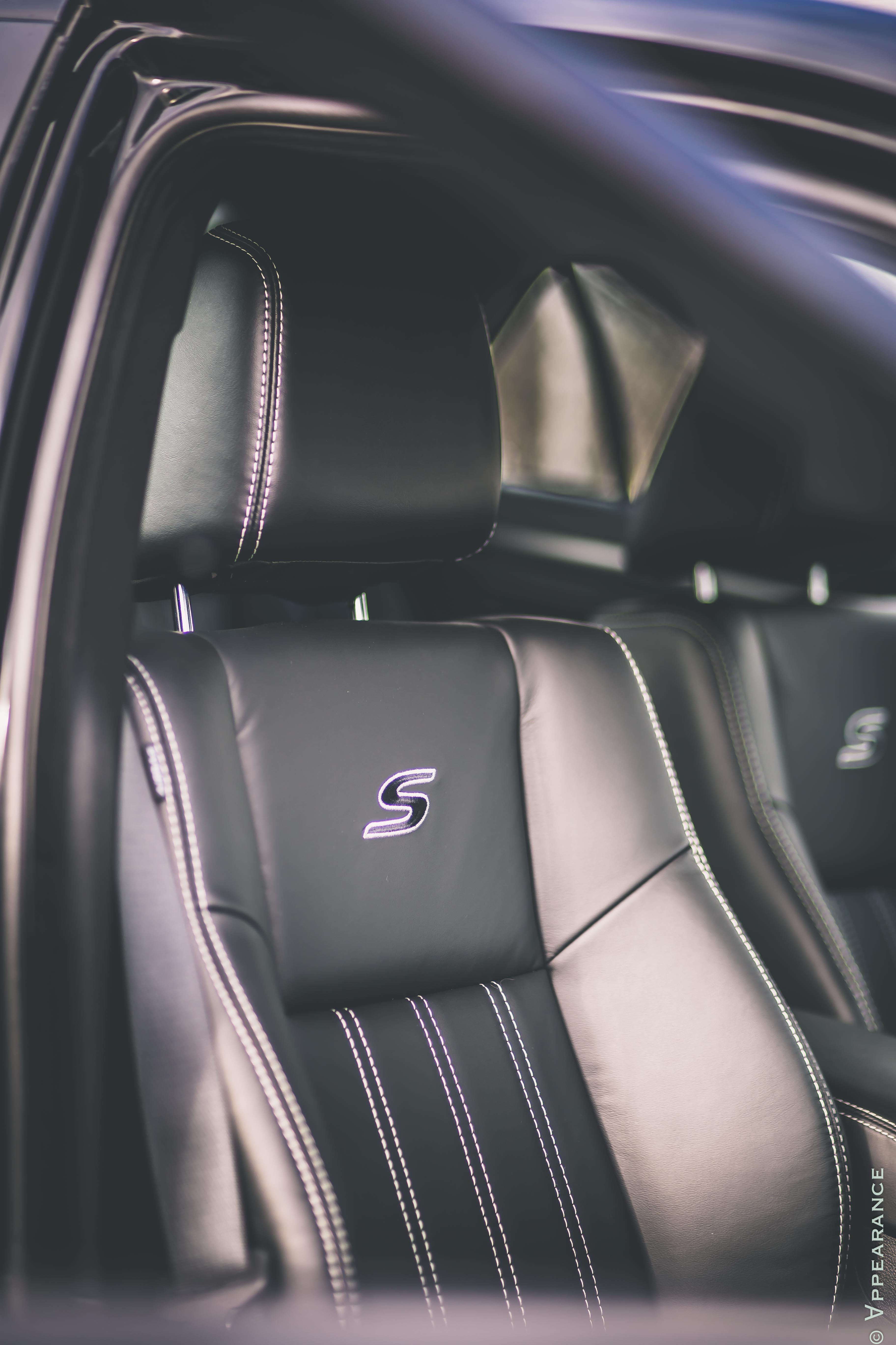 2016 Chrysler 300S Seats